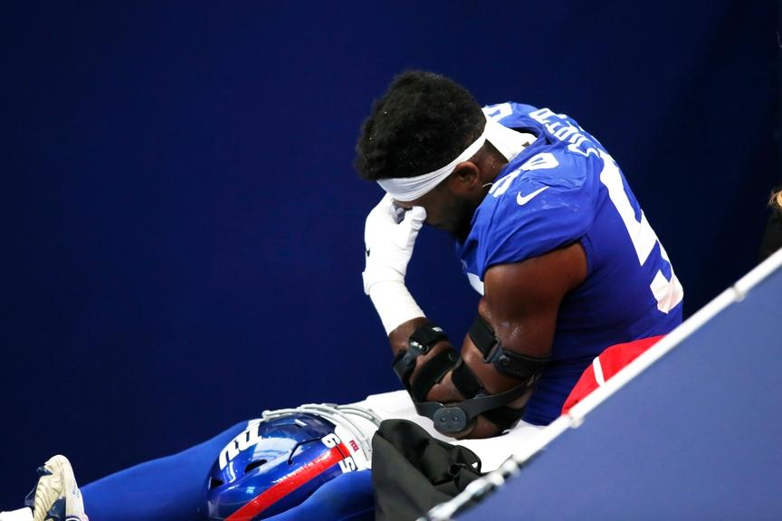 Lorenzo Carter carted off field early in Giants game against Cowboys