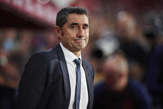 Ernesto Valverde has won back-to-back La Liga titles with Barcelona, but evidence is mounting he's not the right man to lead the club forward. (Getty)