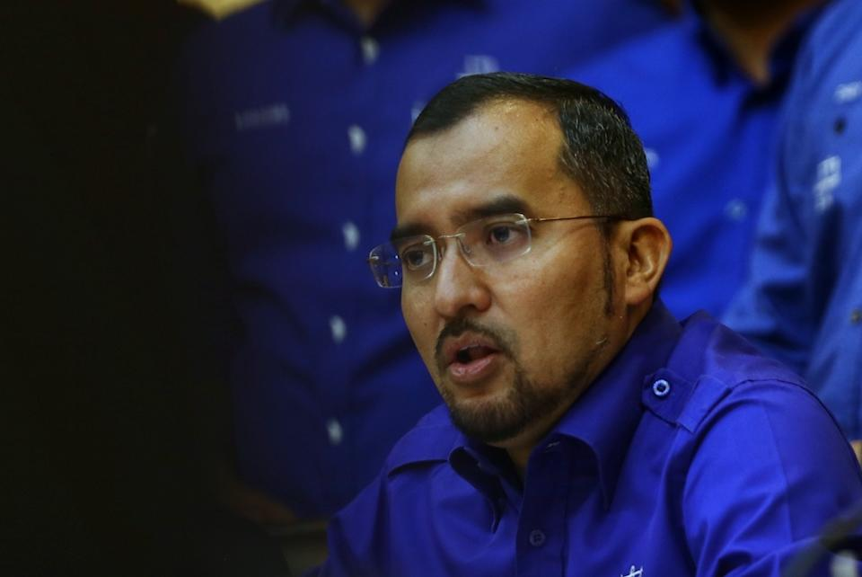 Umno Youth chief Datuk Asyraf Wajdi Dusuki said having its PN partners run under the BN banner in the next general election would put a unified front and straight fights in all the federal and state seats to ensure a greater chance of victory. — Picture by Ahmad Zamzahuri