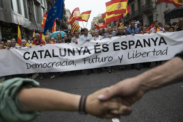 <p>Anti-independence demonstrators march in protest against the independence referendum on Sept.30, 2017 in Barcelona, Spain. The Catalan government is keeping with its plan to hold a referendum, due to take place on Oct. 1, which has been deemed illegal by the Spanish government in Madrid. (Photo: Dan Kitwood/Getty Images) </p>