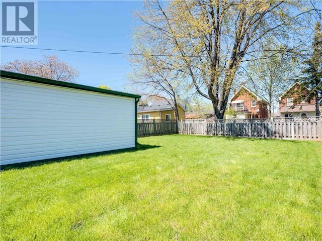 <p>You'll even find a spacious shed, and plenty of fenced backyard space. (Zoocasa) </p>