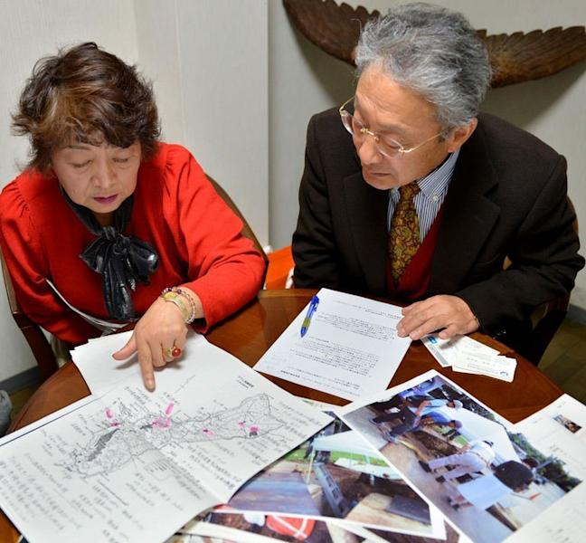 Heitaro Matsumoto (R) and Sumiko Naito, who have volunteered to repatriate fallen Japanese soldiers, are pictured in Tokyo on February 5, 2013. Some 2.4 million Japanese soldiers died overseas during the war. Nearly half of them still lie in a vast area somewhere between Russia and remote southern Pacific islands
