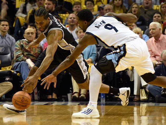 Kawhi Leonard works around the dearly departed Tony Allen. (Getty)