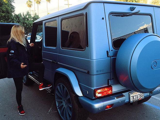 A car is a right of passage for most teenagers. But Jenner's been there, done that, and even given the $ 120,000 Mercedes Benz G Wagon she bought last year a brand new, custom paint job. Jealous is kind of an understatement.
