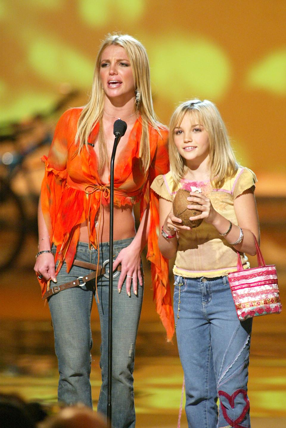 Britney Spears and her sister Jamie Lynn Spears at The Teen Choice Awards, held at the Universal Amphitheatre in Los Angeles, California, August 4, 2002. (Photo by Kevin Winter/Getty Images)