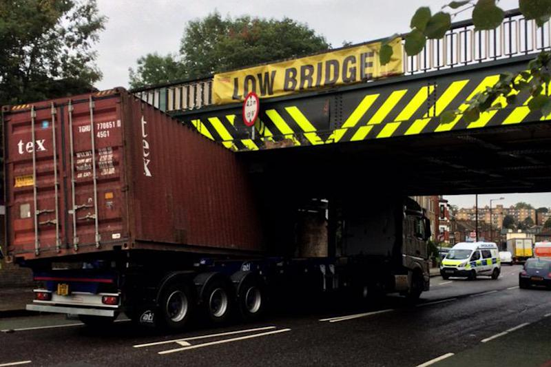 A lorry wedged under the railway bridge at Tulse Hill: Ben Morrison/@InternetBen