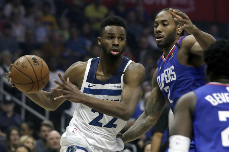 Minnesota Timberwolves guard Andrew Wiggins, left, drives to the basket again Los Angeles Clippers forward Kawhi Leonard (2) during the first half of an NBA basketball game in Los Angeles, Saturday, Feb. 1, 2020. (AP Photo/Alex Gallardo)