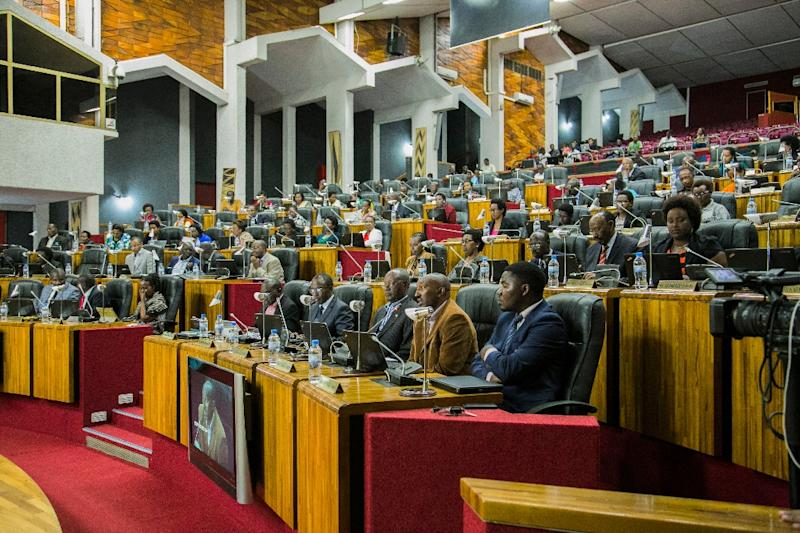 Lawmakers debate articles to be changed in the constitution at the lower house of parliament in Rwanda's capital Kigali on October 29, 2015 (AFP Photo/Cyril Ndegeya)