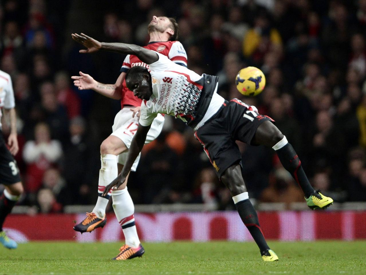 """Arsenal's Olivier Giroud challenges Liverpool's Mamadou Sakho (front) during their English Premier League soccer match at the Emirates stadium in London November 2, 2013. REUTERS/Dylan Martinez (BRITAIN - Tags: SPORT SOCCER) FOR EDITORIAL USE ONLY. NOT FOR SALE FOR MARKETING OR ADVERTISING CAMPAIGNS. NO USE WITH UNAUTHORIZED AUDIO, VIDEO, DATA, FIXTURE LISTS, CLUB/LEAGUE LOGOS OR """"LIVE"""" SERVICES. ONLINE IN-MATCH USE LIMITED TO 45 IMAGES, NO VIDEO EMULATION. NO USE IN BETTING, GAMES OR SINGLE CLUB/LEAGUE/PLAYER PUBLICATIONS"""