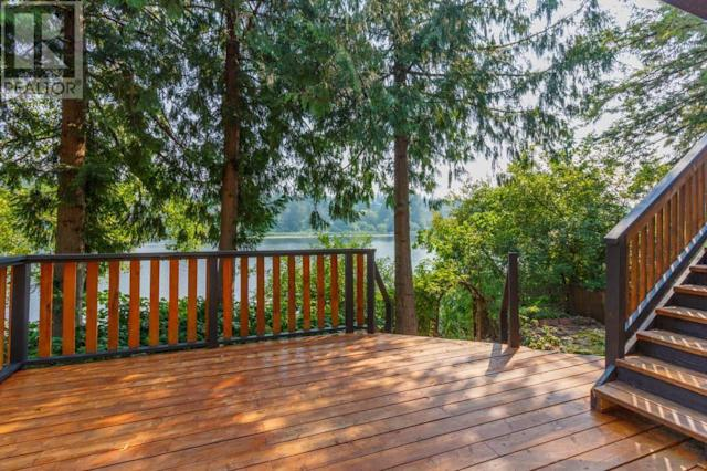 <p><span>2615 Savory Rd., Victoria, B.C.</span><br> What will really make you love the home is the views of Florence Lake. Set out from your dock to go on a paddle along the lakeside.<br> (Photo: Zoocasa) </p>