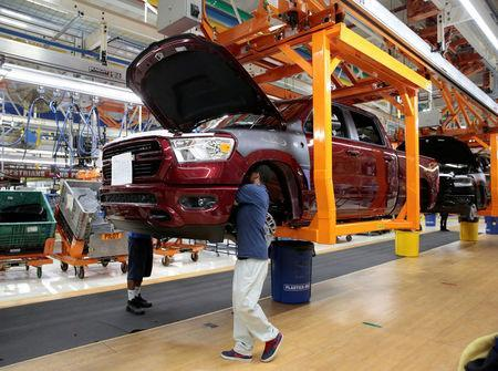 FILE PHOTO: Fiat Chrysler Automobiles assembly workers build 2019 Ram pickup trucks on 'Vertical Adjusting Carriers' at the FCA Sterling Heights Assembly Plant in Sterling Heights, Michigan, U.S., October 22, 2018. REUTERS/Rebecca Cook