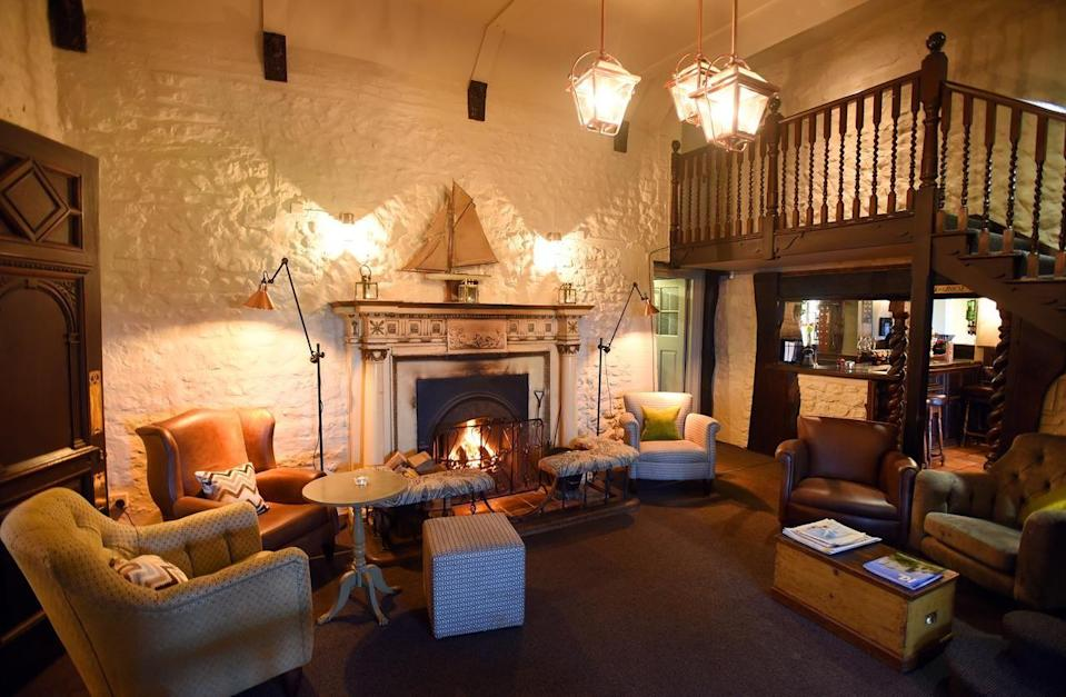 """<p>Steeped in history, this whitewashed building dates back to the 16th century. While the cosy bar is wood-beamed and traditional, the rooms are unfussy and modern, some with freestanding rolltop tubs. </p><p><a href=""""https://go.redirectingat.com?id=127X1599956&url=https%3A%2F%2Fwww.booking.com%2Fhotel%2Fgb%2Flifeboat-inn.en-gb.html%3Faid%3D2070929%26label%3Ddog-friendly-norfolk&sref=https%3A%2F%2Fwww.redonline.co.uk%2Ftravel%2Finspiration%2Fg34450137%2Fdog-friendly-hotels-norfolk%2F"""" rel=""""nofollow noopener"""" target=""""_blank"""" data-ylk=""""slk:The Lifeboat Inn"""" class=""""link rapid-noclick-resp"""">The Lifeboat Inn</a> is the perfect spot to bring your pooch for a coastal-country break and the hotel is one of the few places on this stretch of North Norfolk coast with direct access onto the coastal footpath.</p><p>Dogs can dine with you in the laidback lounge and rustic bar, and it costs £10 per dog a night to stay.</p><p><a href=""""https://www.redescapes.com/offers/norfolk-thornham-lifeboat-inn-hotel"""" rel=""""nofollow noopener"""" target=""""_blank"""" data-ylk=""""slk:Read our review of The Lifeboat Inn"""" class=""""link rapid-noclick-resp"""">Read our review of The Lifeboat Inn</a>. </p><p><a class=""""link rapid-noclick-resp"""" href=""""https://go.redirectingat.com?id=127X1599956&url=https%3A%2F%2Fwww.booking.com%2Fhotel%2Fgb%2Flifeboat-inn.en-gb.html%3Faid%3D2070929%26label%3Ddog-friendly-norfolk&sref=https%3A%2F%2Fwww.redonline.co.uk%2Ftravel%2Finspiration%2Fg34450137%2Fdog-friendly-hotels-norfolk%2F"""" rel=""""nofollow noopener"""" target=""""_blank"""" data-ylk=""""slk:CHECK AVAILABILITY"""">CHECK AVAILABILITY</a></p>"""