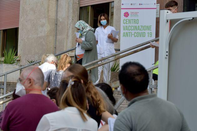 ROME, ITALY - SEPTEMBER 16:People waiting in line for the vaccine at the G. Eastman Hospital, Umberto 1 Polyclinic Vaccination Centre, on September 16, 2021 in Rome, Italy.Starts in Rome the campaign for the 'Third dose of vaccination anti - Covid' at the 'Hospital G. Eastman, Vaccine Center of the Policlinico Umberto 1 for people who are frail and who have undergone transplants with the vaccine BioNTech / Pfizerad (Photo by Simona Granati - Corbis/Corbis via Getty Images) (Photo: Simona Granati - Corbis via Corbis via Getty Images)