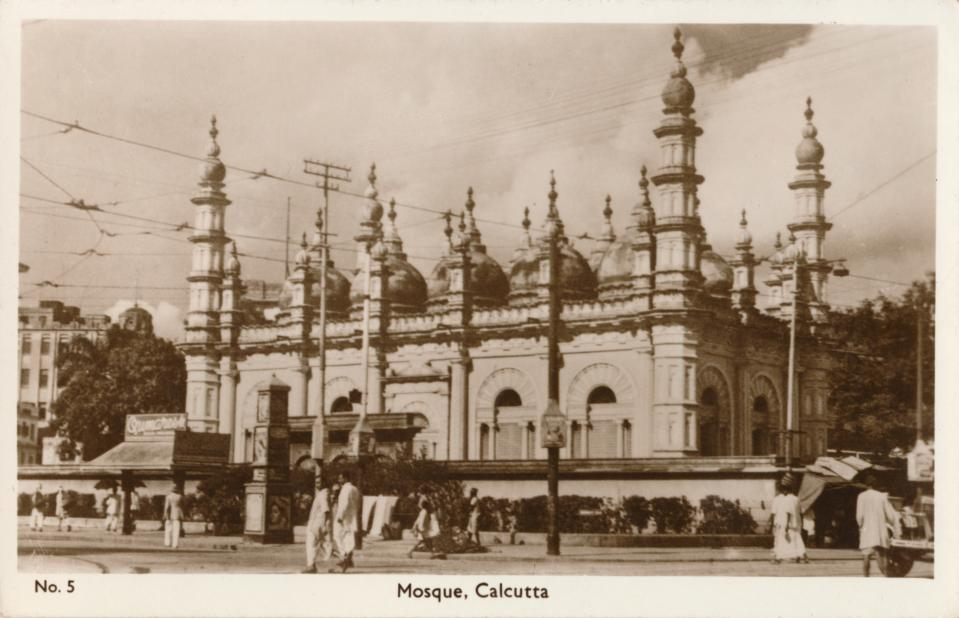 Mosque - Calcutta', circa 1900. The tipu Sultan Shahi Mosque, Kolkata, India. This building was built in 1832 by Prince Ghulam Mohammed (1795-1872), the youngest son of Tipu Sultan (1750-1799). [Bombay Photo Stores Ltd, Calcutta, circa 1900]. Artist: Unknown. (Photo by The Print Collector/Getty Images)