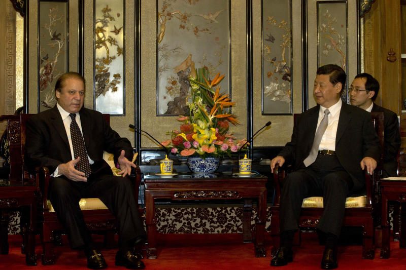 Pakistan PM Sharif meets with Chinese President Xi