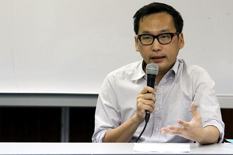 Eric Paulsen said the AG should withdraw all politically motivated cases and appeals. — Picture by Yusof Mat Isa