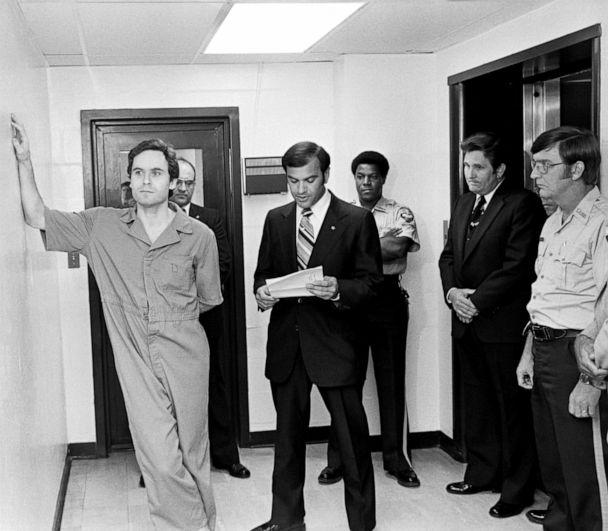 PHOTO: Suspected murderer Ted Bundy leans on the Leon County jail wall as an indictment charging him with the murders of two FSU coeds at the Chi Omega house is read by Leon County Sherriff Ken Katarsis in Tallahassee, Fla., July 27, 1978. (Bettmann Archive/Getty Images, FILE)