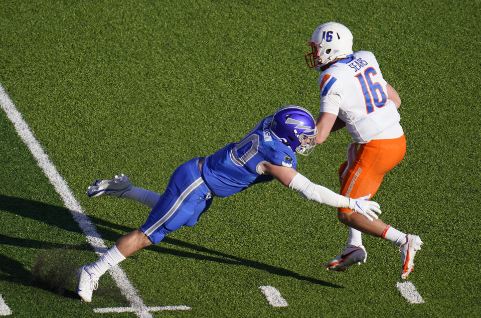 Air Force linebacker Grant Donaldson, left, tries to sack Boise State quarterback Jack Sears in the first half of an NCAA college football game Saturday Oct. 31, 2020, at Air Force Academy, Colo. (AP Photo/David Zalubowski)