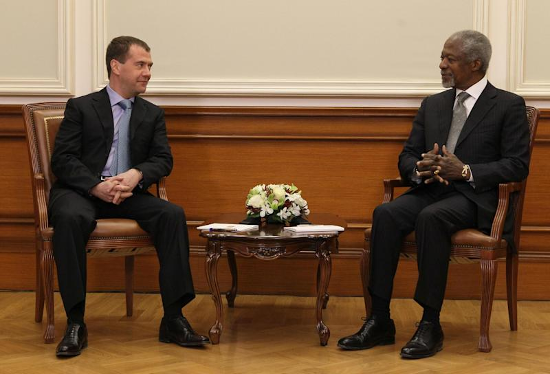 """Russian President Dmitry Medvedev seen during his talks with U.N. and Arab League envoy to Syria Kofi Annan during their meeting in Moscow, Sunday, March 25, 2012. Russian President Dmitry Medvedev has told the U.N. and Arab League envoy to Syria that his mission """"may be the last chance for Syria to avoid a protracted bloody civil war."""" Medvedev also told Kofi Annan that he has Russia's full support. (AP Photo/AP Photo/RIA Novosti Kremlin, Ekaterina Shtukina, Presidential Press Service)"""