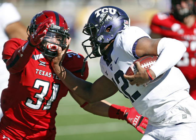 "TCU's <a class=""link rapid-noclick-resp"" href=""/college-football/players/275124/"" data-ylk=""slk:Shawn Robinson"">Shawn Robinson</a> (R) is set to be the team's starting quarterback in 2018. He started against Texas Tech in 2017. (AP Photo/Brad Tollefson, File)"