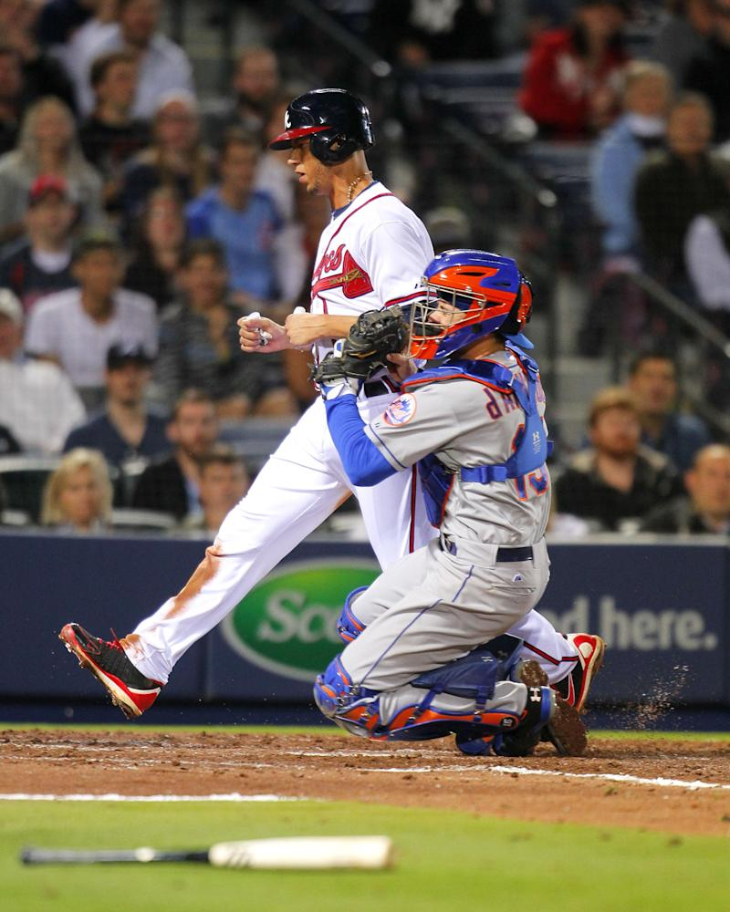 Braves SS Simmons held out with jammed right wrist