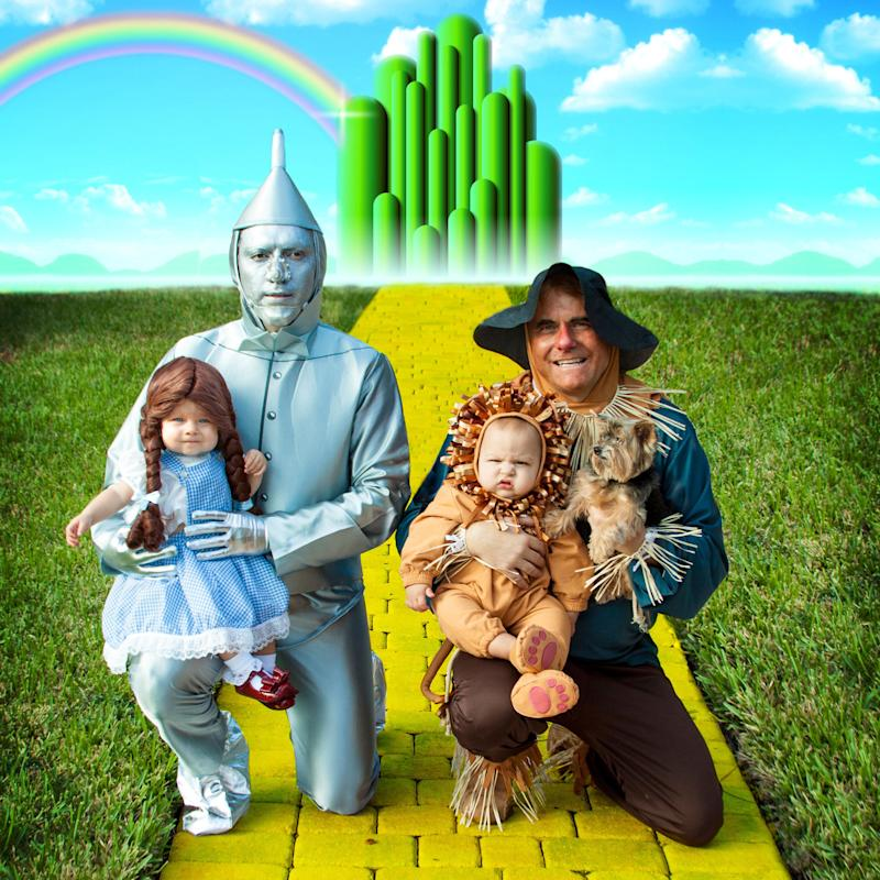 "In 2015, Manny and Paul dressed their family as the cast of ""The Wizard of Oz."""