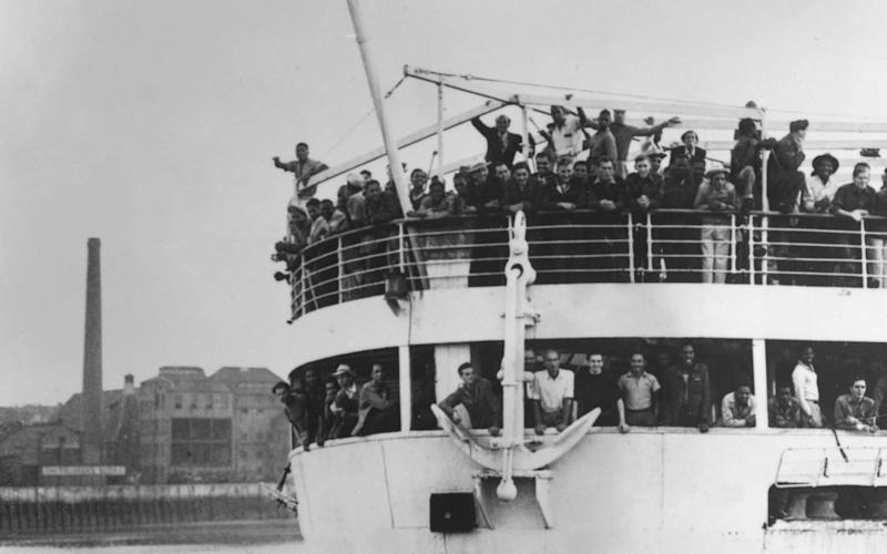 The ex-troopship 'Empire Windrush' arriving at Tilbury Docks in 1948 - HULTON ARCHIVE