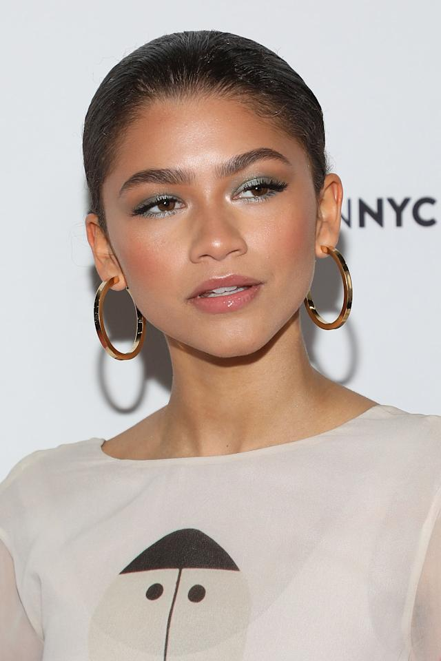 <p>Along with some seriously skillful contouring, Zendaya rocked silver eye shadow not just on her eyelids but also in the corner of her eyes and under her bottom lashes to make her eyes pop.</p>