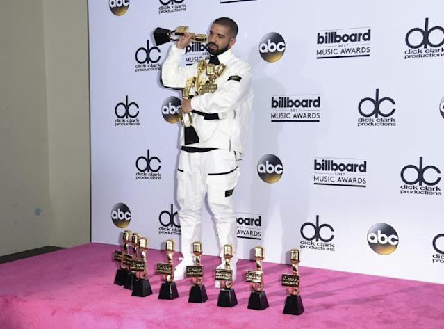 Drake celebrates his record-breaking night at the <em>Billboard</em> Music Awards. (Photo by Richard Shotwell/Invision/AP)