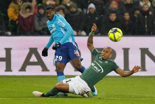 Soccer Football - Ligue 1 - AS Saint-Etienne vs Olympique de Marseille - Stade Geoffroy-Guichard, Saint-Etienne, France - February 9, 2018 Marseille's Andre-Frank Zambo Anguissa in action with St Etienne's Gabriel Silva REUTERS/Emmanuel Foudrot