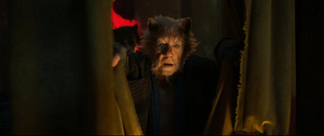 Sir Ian McKellen in <em>Cats</em>. (Universal)
