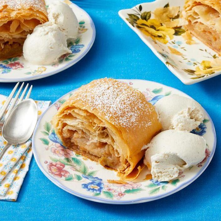 """<p>This recipe for homemade strudel has a shortcut ingredient that makes it extra easy: store-bought phyllo dough! Fill it up with a rum, raisin, and apple filling for the perfect fall dessert. </p><p><a href=""""https://www.thepioneerwoman.com/food-cooking/recipes/a37157107/apple-strudel-recipe/"""" rel=""""nofollow noopener"""" target=""""_blank"""" data-ylk=""""slk:Get the recipe."""" class=""""link rapid-noclick-resp""""><strong>Get the recipe. </strong></a></p><p><a class=""""link rapid-noclick-resp"""" href=""""https://go.redirectingat.com?id=74968X1596630&url=https%3A%2F%2Fwww.walmart.com%2Fsearch%2F%3Fquery%3Dbaking%2Bsheets&sref=https%3A%2F%2Fwww.thepioneerwoman.com%2Ffood-cooking%2Fmeals-menus%2Fg37145681%2Feasy-apple-recipes%2F"""" rel=""""nofollow noopener"""" target=""""_blank"""" data-ylk=""""slk:SHOP BAKING SHEETS"""">SHOP BAKING SHEETS</a></p>"""