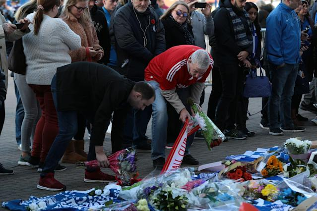 <p>Rival supporters unite to pay tribute to the Leicester City owner after the crash which killed five people. Aaron Chown/PA Wire </p>