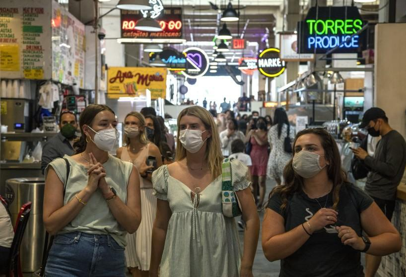 LOS ANGELES, CA - JULY 27, 2021- Visitors to the Grand Central Market are mostly masked on Tuesday, July 27, 2021 in Los Angeles, CA. (Brian van der Brug / Los Angeles Times)