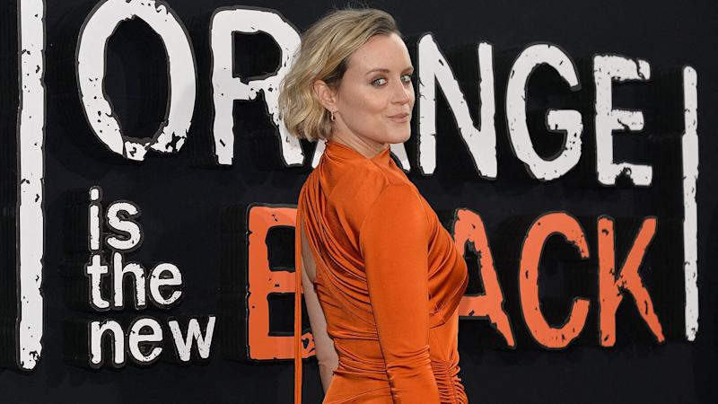 """Taylor Schilling : l'ancienne star d'""""Orange Is The New Black"""" fait son coming out"""