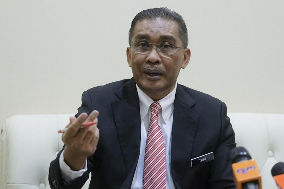 Datuk Takiyuddin Hassan, the minister in charge of law and Parliamentary affairs, said that Penang's anti party-hopping law will not be effective as it is against the Federal Constitution. — Bernama pic