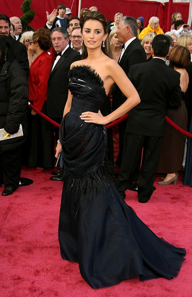 Penelope Cruz arrives at the 80th Annual Academy Awards held at the Kodak Theatre on February 24, 2008 in Hollywood, California.  (Photo by Frazer Harrison/Getty Images)