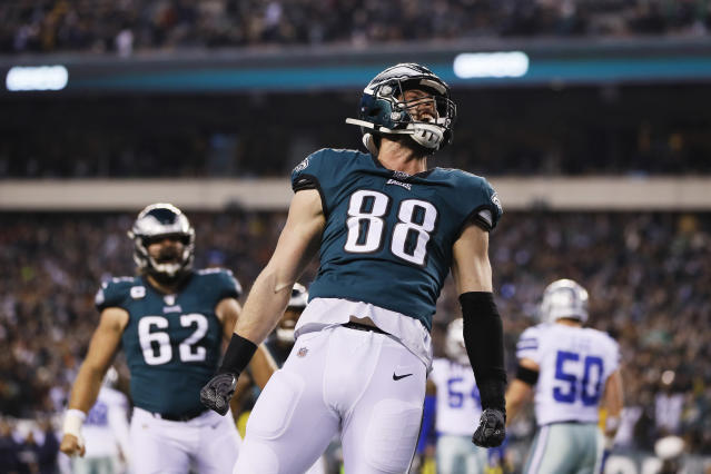 Dallas Goedert and the Eagles will try to win the NFC East in Week 17. (AP Photo/Michael Pérez)