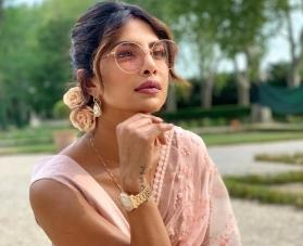 Priyanka Chopra looks ravishing in Sabyasachi's blush pink saree