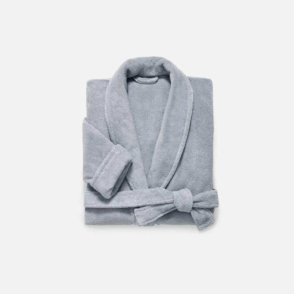 """<p><strong>Brooklinen</strong></p><p>brooklinen.com</p><p><strong>$98.00</strong></p><p><a href=""""https://go.redirectingat.com?id=74968X1596630&url=https%3A%2F%2Fwww.brooklinen.com%2Fcollections%2Faccessories%2Fproducts%2Fsuper-plush-robe%3Fvariant%3D15415407083610&sref=https%3A%2F%2Fwww.seventeen.com%2Flife%2Ffriends-family%2Fg1088%2Fholiday-gifts-for-dad%2F"""" rel=""""nofollow noopener"""" target=""""_blank"""" data-ylk=""""slk:Shop Now"""" class=""""link rapid-noclick-resp"""">Shop Now</a></p><p>The makers of dad's favorite sheets also make a crazy soft robe. Gift him one so he'll finally stop walking around the house in his underwear.</p>"""