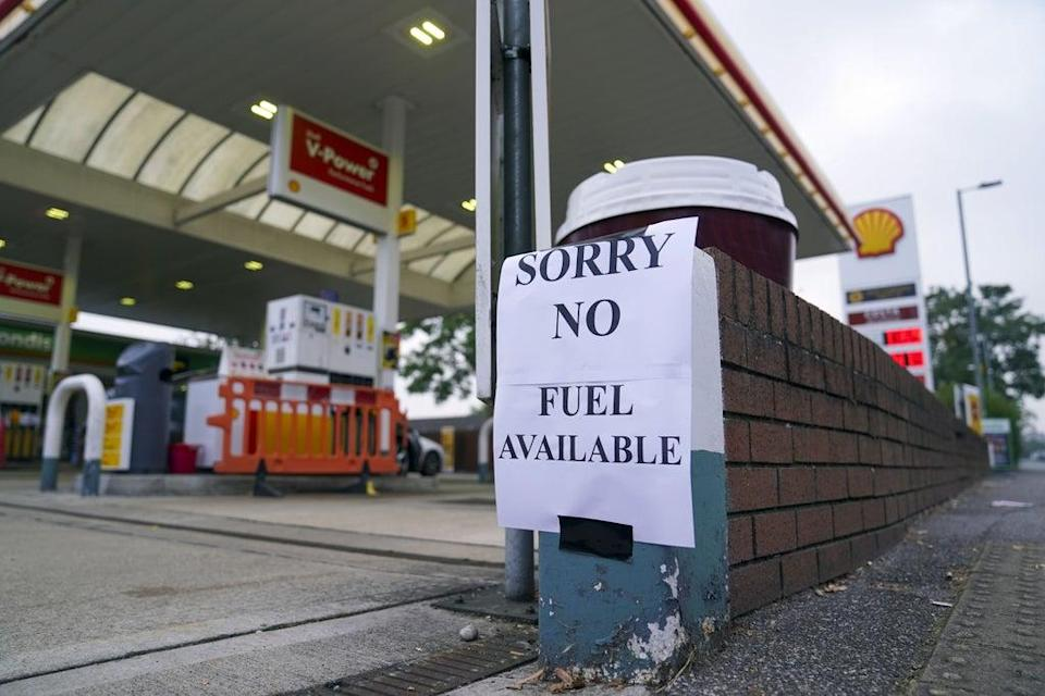 A Shell petrol station in Bracknell, Berkshire, which has no fuel. (Steve Parsons/PA)