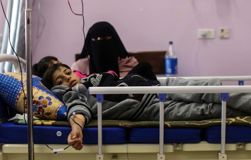 Palestinian children suffering from cancer receive treatment at a hospital in Gaza City on February 13, 2018 (AFP Photo/MAHMUD HAMS)