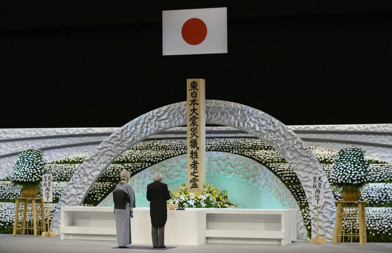 Japan's Emperor Akihito (R) and Empress Michiko delivers an address in front of the altar for the victims of the March 11, 2011 earthquake and tsunami at the national memorial service in Tokyo March 11, 2014. Tuesday marks the third-year anniversary of the March 11, 2011 earthquake and tsunami that killed thousands and set off a nuclear crisis. REUTERS/Franck Robichon/Pool (JAPAN - Tags: ANNIVERSARY DISASTER ROYALS)