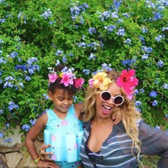 <p>Bey and Blue Ivy are twinning with matching flower crowns on their Amalfi Coast vacation.</p>