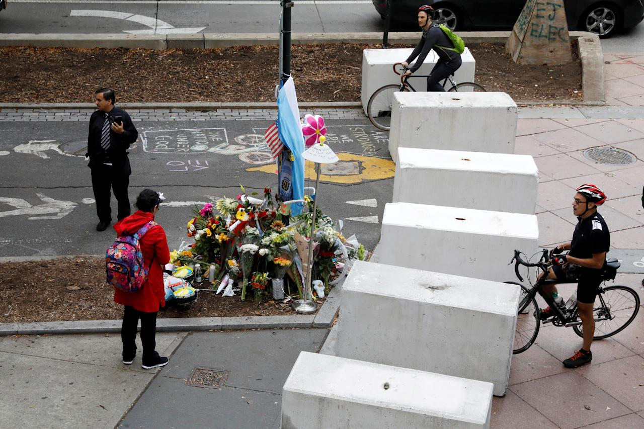 <p>Protective barriers are placed along a bike path near a memorial to remember the victims of the New York Oct. 31 attack, in New York City, Nov. 3, 2017. (Photo: Brendan McDermid/Reuters) </p>