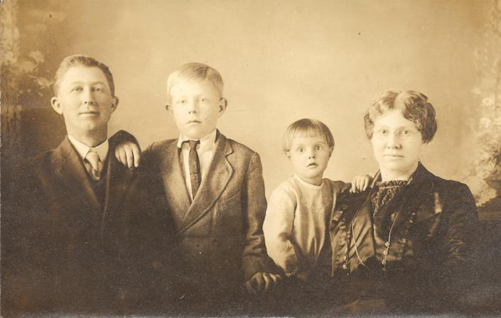 Lucy Vandervort Cox or 'Grandma Cox' and her family. (Courtesy Jennifer Weinbrecht)
