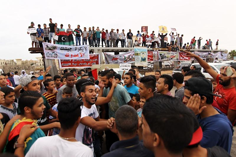 Libyans take part in a protest against the United Nation's proposal for a national unity government in Benghazi on October 16, 2015 (AFP Photo/Abdullah Doma)