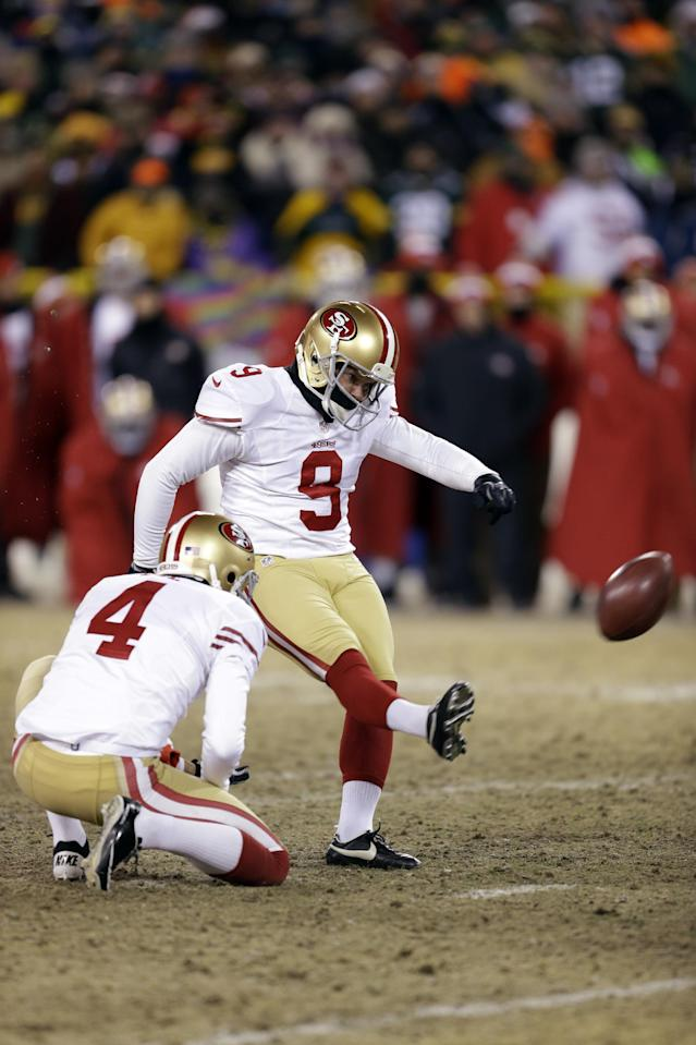 San Francisco 49ers kicker Phil Dawson (9) kicks the game-winning field goal during the second half of an NFL wild-card playoff football game against the Green Bay Packers, Sunday, Jan. 5, 2014, in Green Bay, Wis. The 49ers won 23-20. (AP Photo/Mike Roemer)