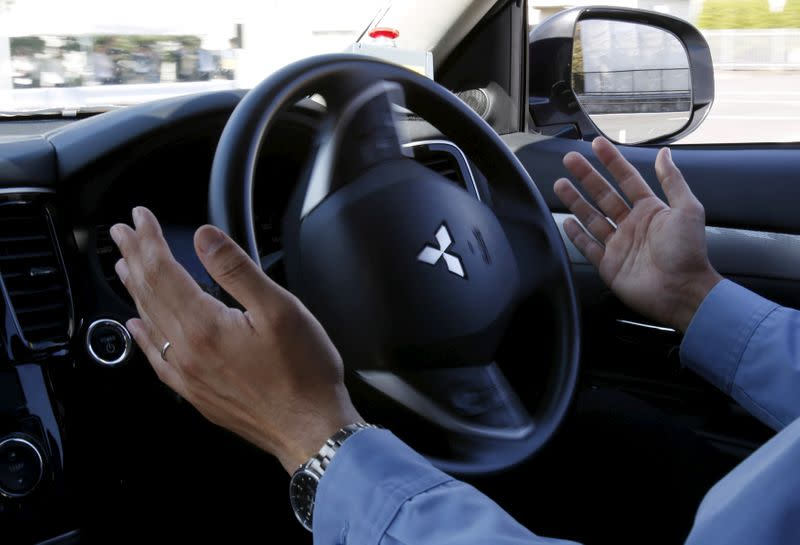 U.S. outlines strong support for self-driving cars at CES