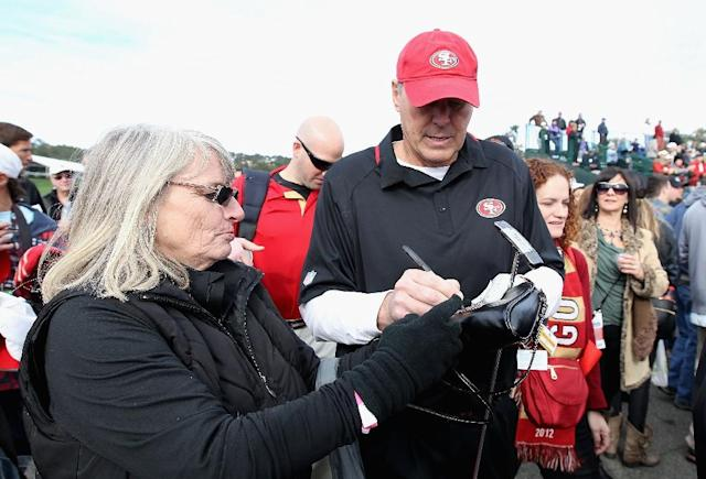 Former San Francisco 49ers wide receiver, Dwight Clark, signs autographs for fans at Pebble Beach Golf Links in California, in 2014 (AFP Photo/Christian Petersen)